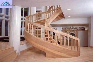 Nên chọn cầu thang kính hay gỗ tự nhiên?