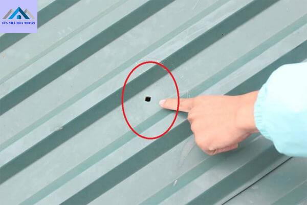 Cách xử lý mái tôn, mái nhà bị dột đơn giản nhưng hiệu quả